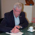Voorzitter Ad Karreman tekent Akte van Fusie